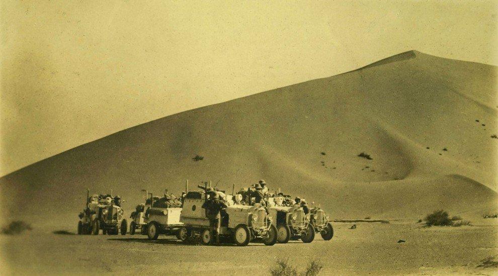 Georges Specht e Léon Poirier, Sahara. Adrar des Iforas, Algeria, ottobre 1924 – Expédition Citroën Centre Afrique. Fondo Storico - © Archivio fotografico Società Geografica Italiana Onlus