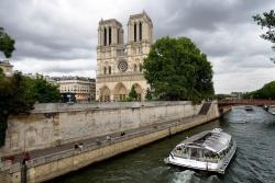 """Brucia Notre-Dame, """"una parte di noi"""""""