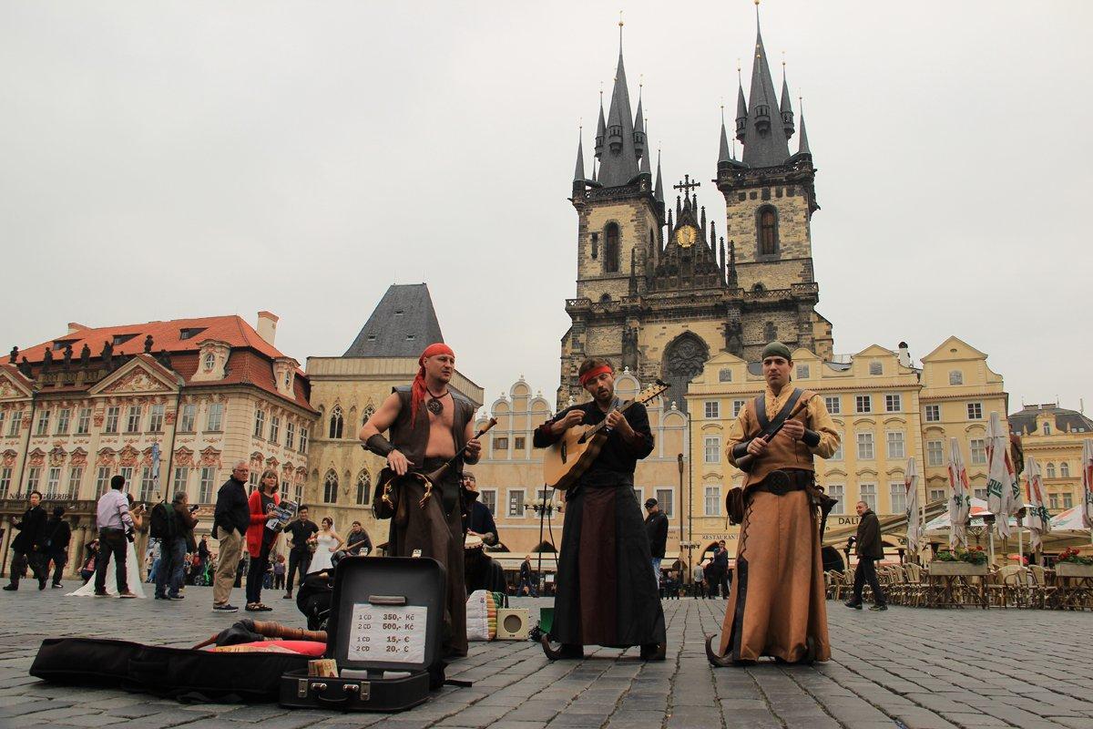 06) Praga, la piazza dell'Orologio (foto di Massimiliano Salvo).